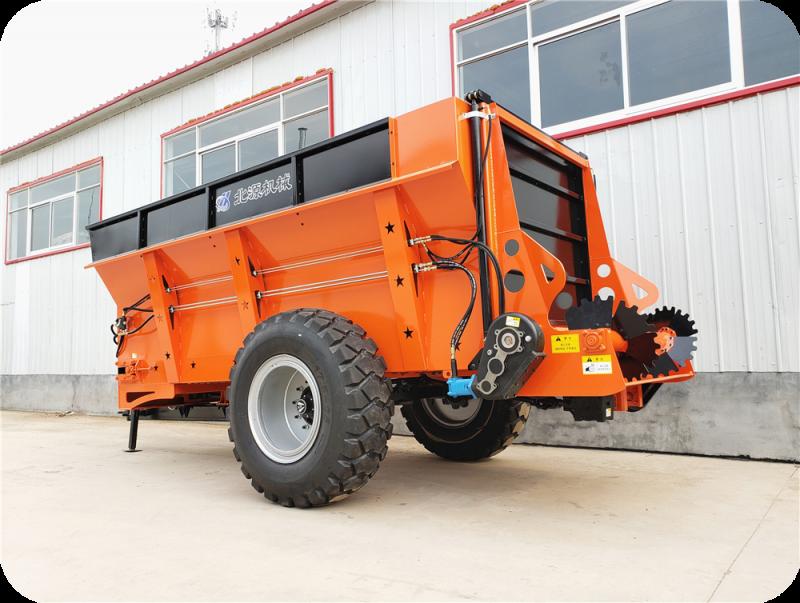 拖拉机牵引式大型固体粪肥抛洒机