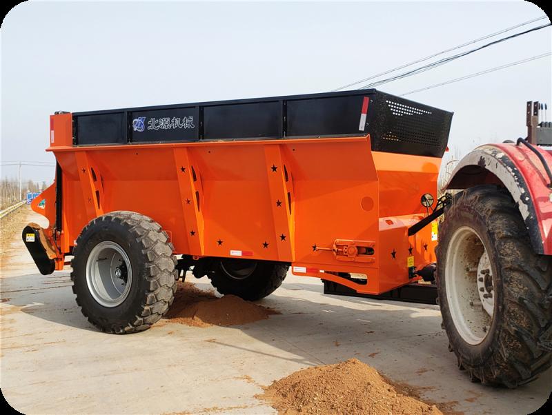 拖拉机牵引式大型撒肥车